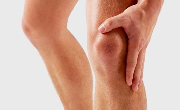 Tendinopatía patelar o rodilla de saltador: Ejercicios excéntricos en superficie declinada