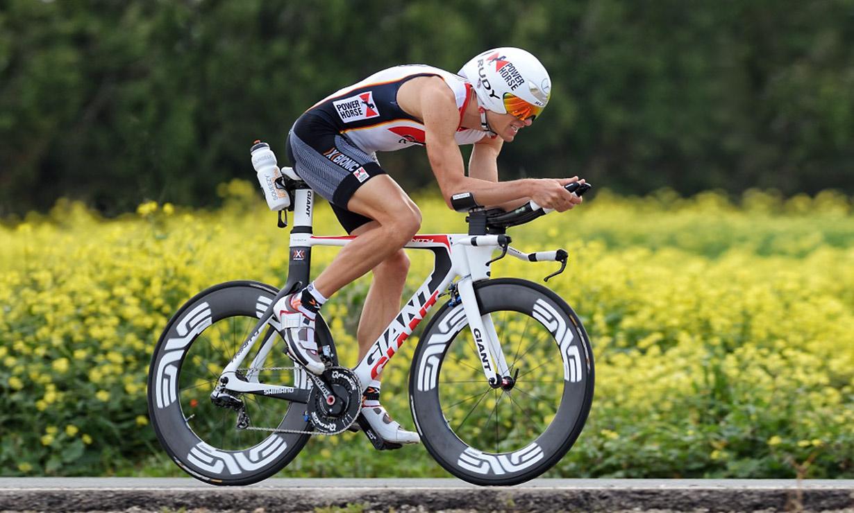 Entrenamiento de alta intensidad y rendimiento en ciclistas